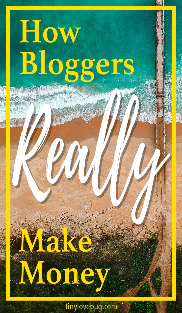Have you started your own blog and you're now wondering how bloggers actually make money? Keep reading for the 5 most common ways to make money blogging. Making your blog profitable is easy with these 5 ways. Spoiler: No 1 is affiliate marketing, keep reading to find out the others.